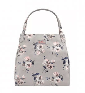 2. Cath Kidston รุ่น Island Bunch Shoulder Tote